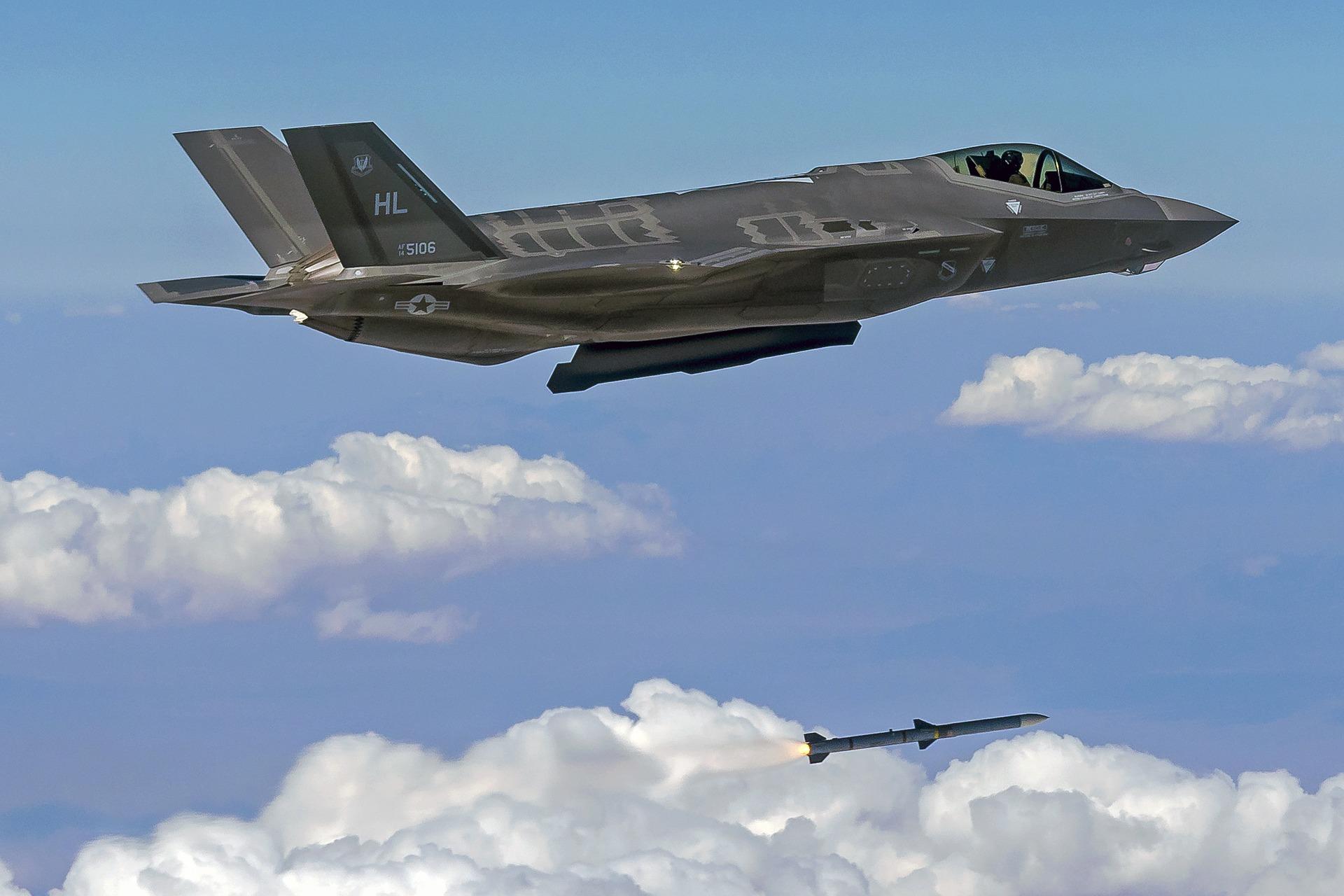 Trump et Abe réaffirment l'importance de l'alliance nippo-américaine, le Japon va acquérir 105 avions de combat américains F-35 supplémentaires !